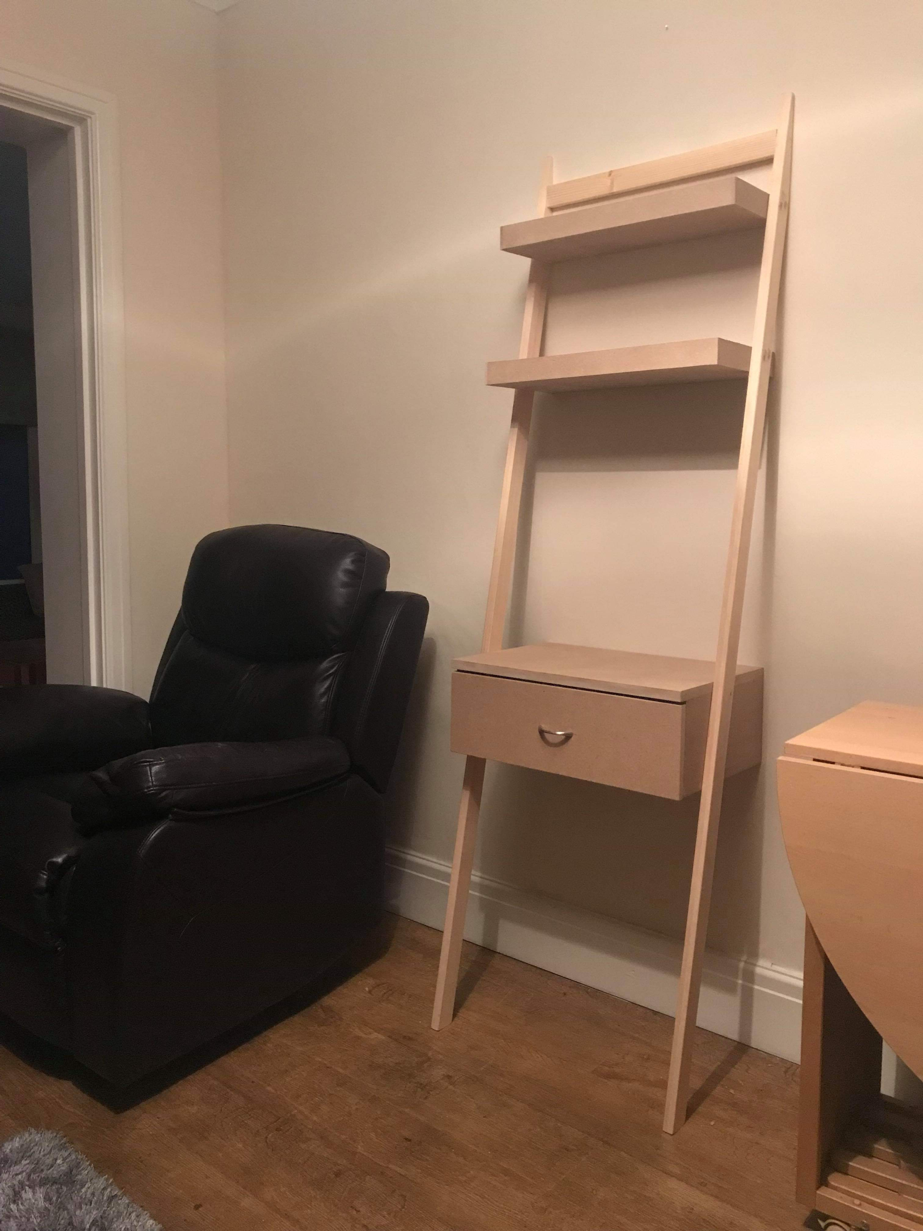 Leaning dressing table